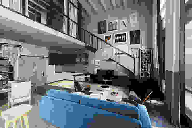 TriBeCa Лофт-Апартаменты в Москве Гостиная в стиле лофт от Oh, Boy! Интерьеры с мужским характером Лофт