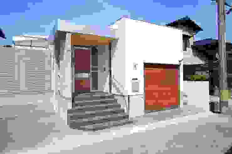 Casas modernas de ヒロ・デザイン・ラボ Moderno