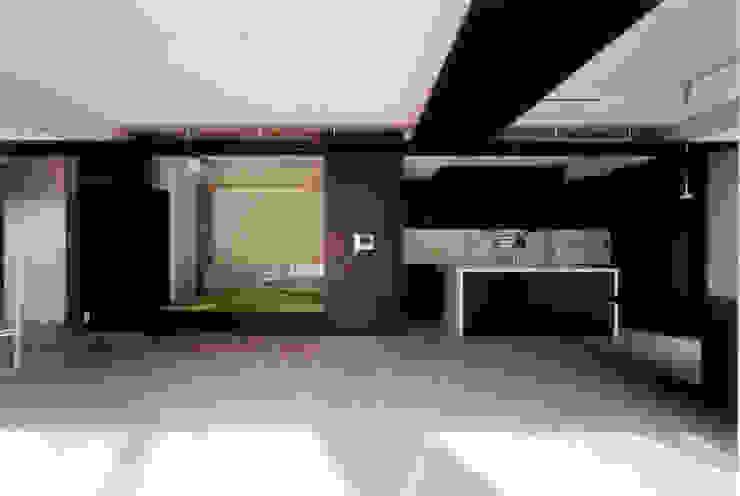 ダイニングから和室を見る モダンな キッチン の 豊田空間デザイン室 一級建築士事務所 モダン