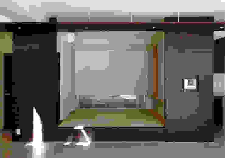 小上がりの和室 モダンデザインの リビング の 豊田空間デザイン室 一級建築士事務所 モダン