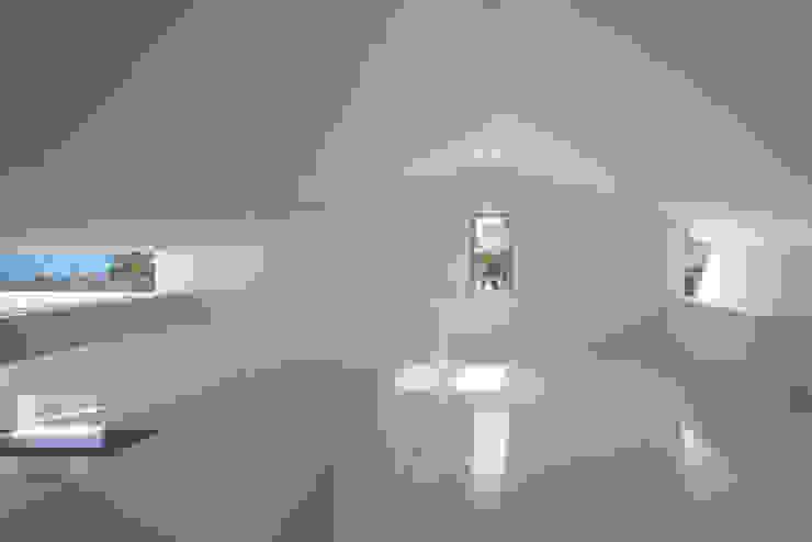 2階寝室 モダンスタイルの寝室 の 森裕建築設計事務所 / Mori Architect Office モダン