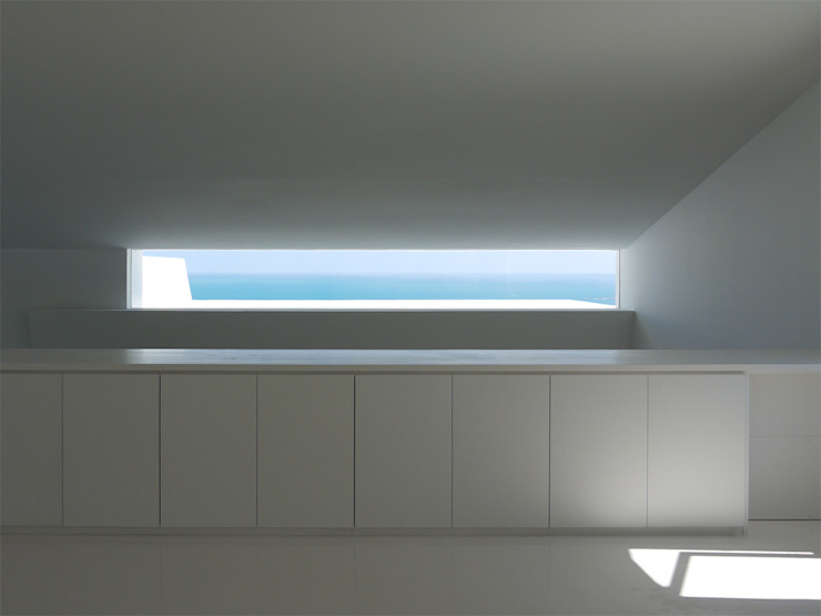 建物が切り取る水平線 モダンスタイルの寝室 の 森裕建築設計事務所 / Mori Architect Office モダン