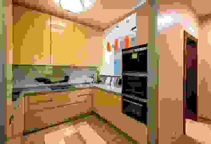 Кухня с высокими верхними шкафчиками. Кухни в эклектичном стиле от Ольга Макарова (Экодизайн) Эклектичный