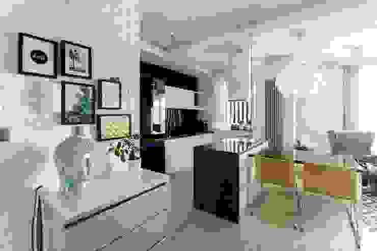 Cocinas de estilo moderno de FAJNY PROJEKT Moderno Vidrio