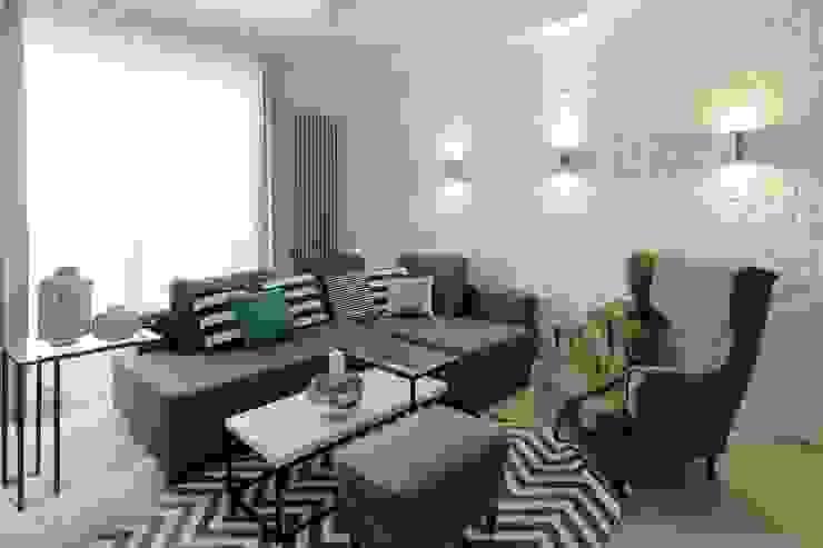 Mieszkanie z cegłą w tle Nowoczesny salon od FAJNY PROJEKT Nowoczesny Cegły