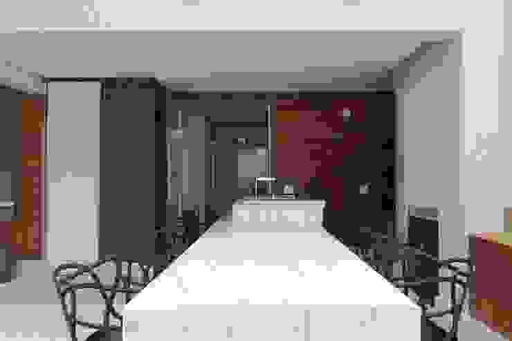 Cobertura Parque Areião Varandas, alpendres e terraços ecléticos por Ana Paula e Sanderson Arquitetura Eclético