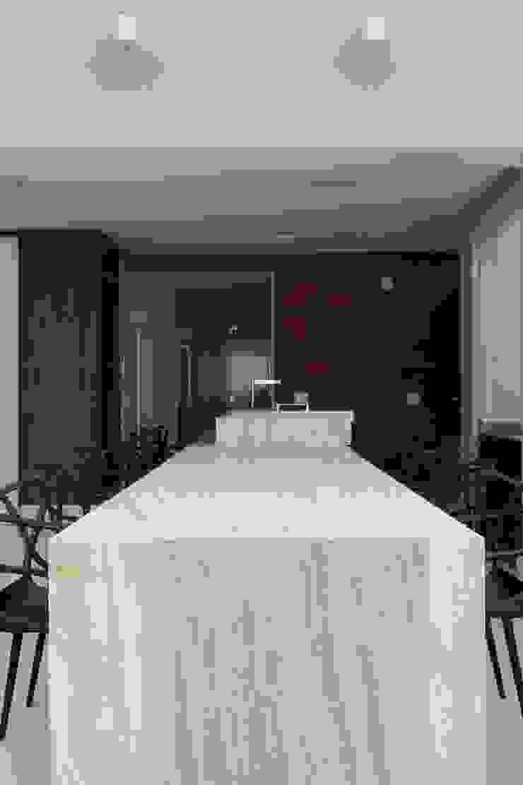 Cobertura Parque Areião Varandas, alpendres e terraços modernos por Ana Paula e Sanderson Arquitetura Moderno