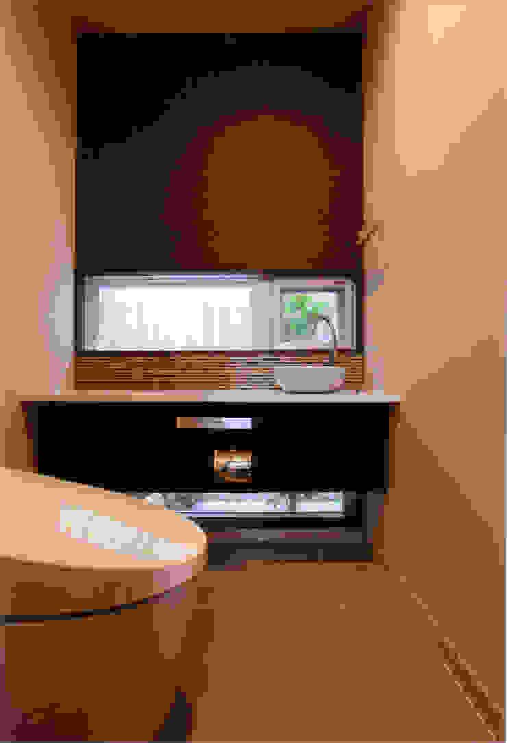 1F客用トイレ モダンスタイルの お風呂 の 豊田空間デザイン室 一級建築士事務所 モダン