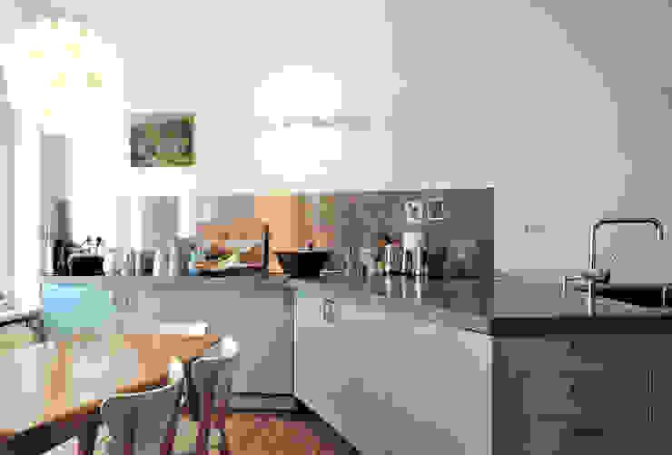 Cocinas minimalistas de D/Form Gesellschaft für Architektur + Städtebau mbH Minimalista