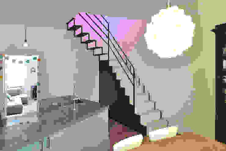 Minimalist corridor, hallway & stairs by D/Form Gesellschaft für Architektur + Städtebau mbH Minimalist