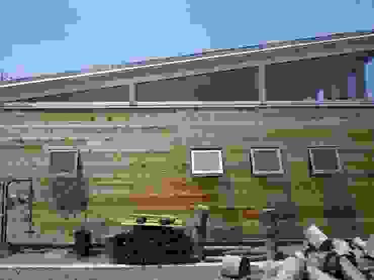 無垢板の外壁|mat house オリジナルな 家 の KAZ建築研究室 オリジナル