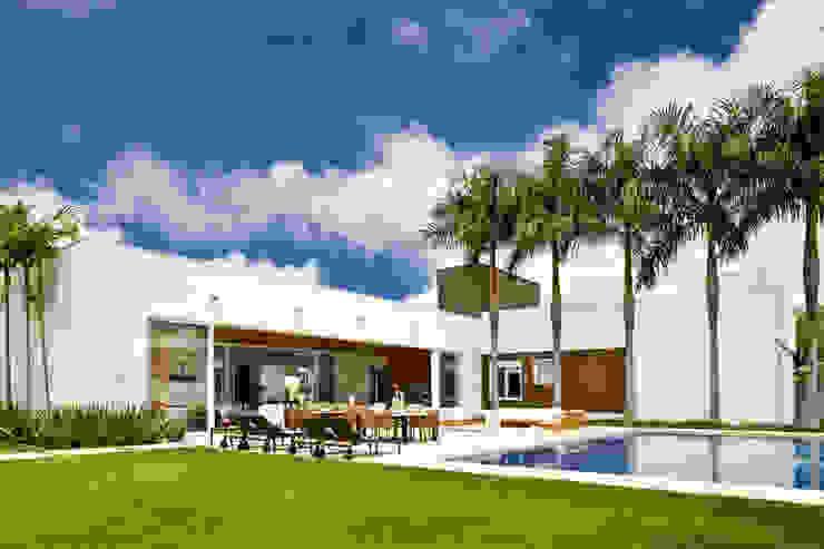 Casa Térrea Piscinas modernas por Ana Paula e Sanderson Arquitetura Moderno