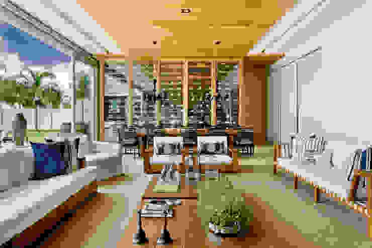 Casa Térrea Salas de estar modernas por Ana Paula e Sanderson Arquitetura Moderno