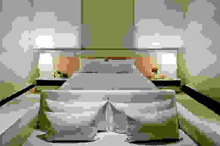 Dormitorios de estilo moderno de Ana Paula e Sanderson Arquitetura Moderno