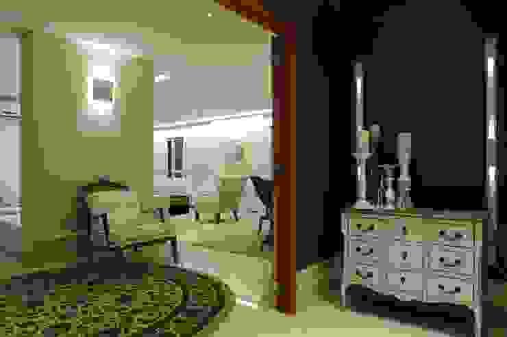 Apartamento Flamboyant Corredores, halls e escadas modernos por Ana Paula e Sanderson Arquitetura Moderno