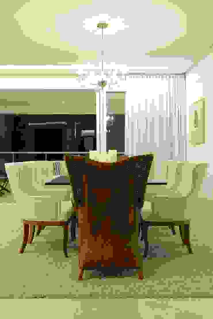 Apartamento Flamboyant Salas de jantar modernas por Ana Paula e Sanderson Arquitetura Moderno