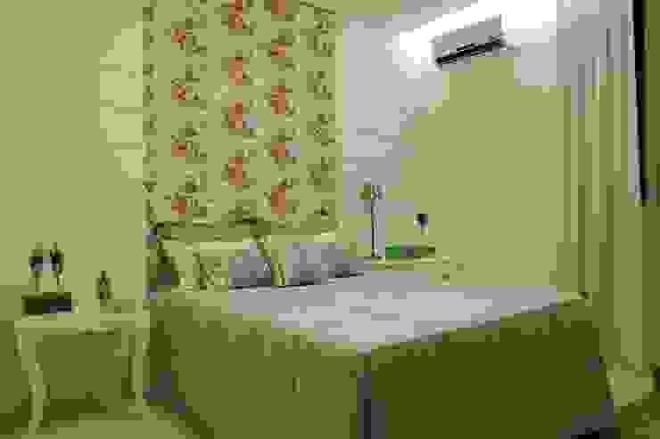 Modern style bedroom by Ana Paula e Sanderson Arquitetura Modern