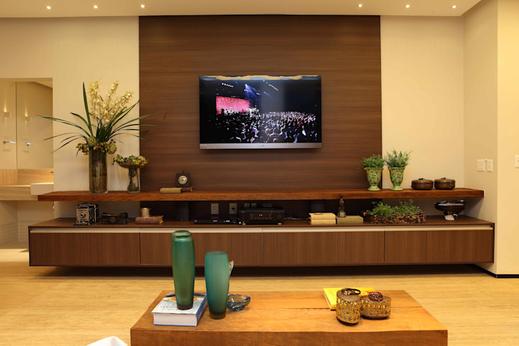 Living room by Ana Paula e Sanderson Arquitetura,