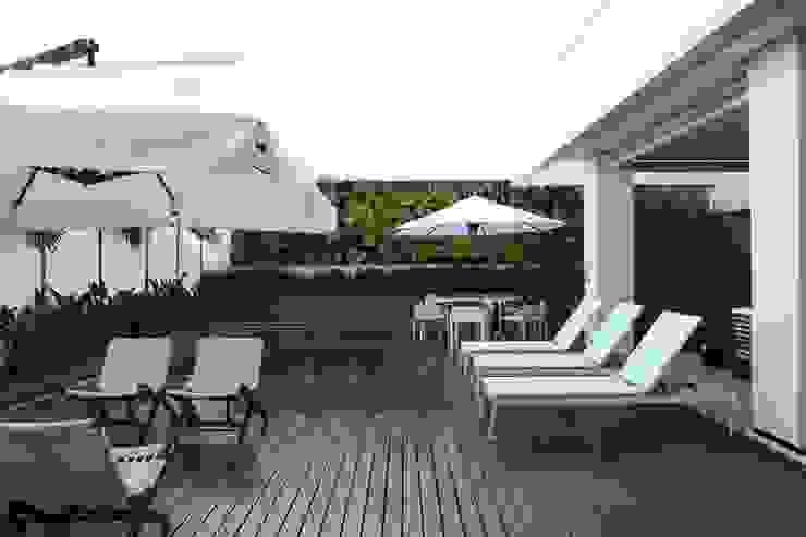 Pool by Ana Paula e Sanderson Arquitetura,