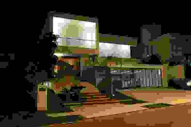 Houses by Ana Paula e Sanderson Arquitetura,