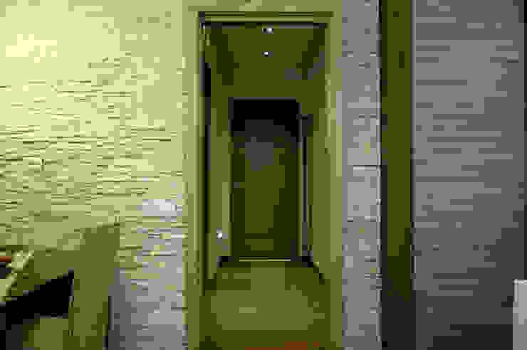 Corridoio Ingresso, Corridoio & Scale in stile moderno di MedomStudio Moderno
