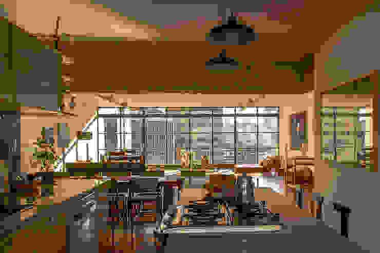 Salas de estilo moderno de Ruta arquitetura e urbanismo Moderno