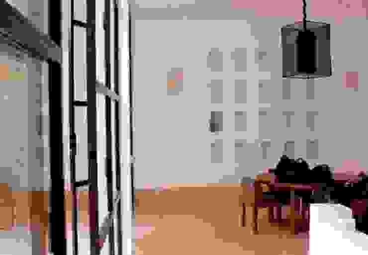 Riad Marrakech Salle à manger moderne par Pauline Girardot Moderne