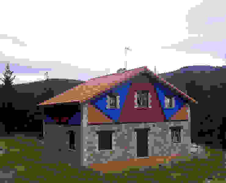 Casastar Global Building S.L. Casas rústicas