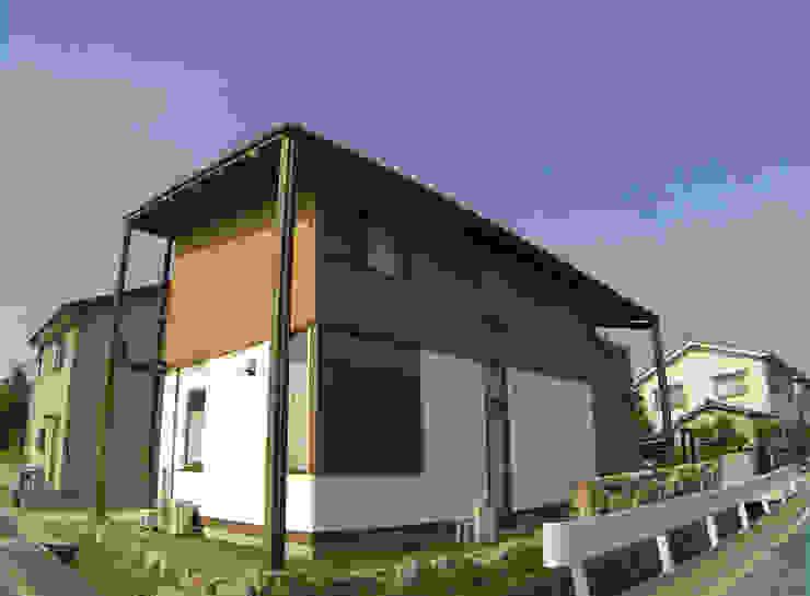 外観 ラスティックな 家 の Interstudio Architects & Associates Japan ラスティック