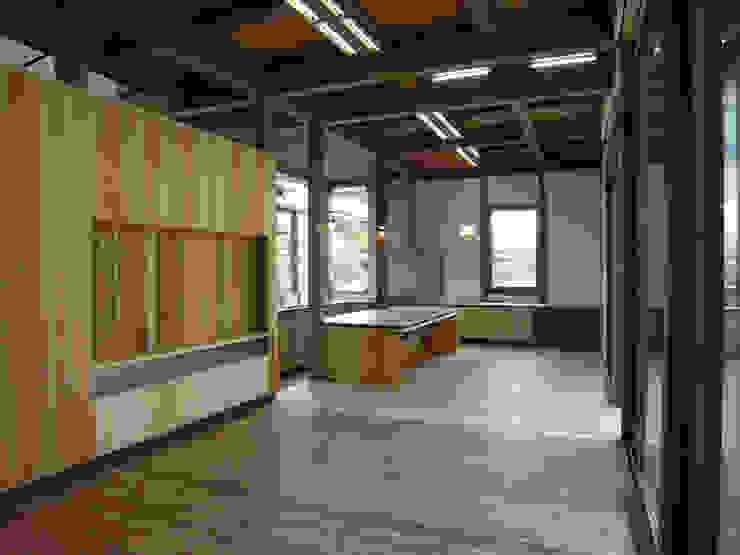 LDK ラスティックデザインの リビング の Interstudio Architects & Associates Japan ラスティック