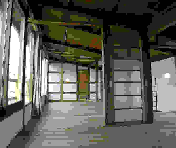 2階の部屋 ラスティックデザインの 子供部屋 の Interstudio Architects & Associates Japan ラスティック