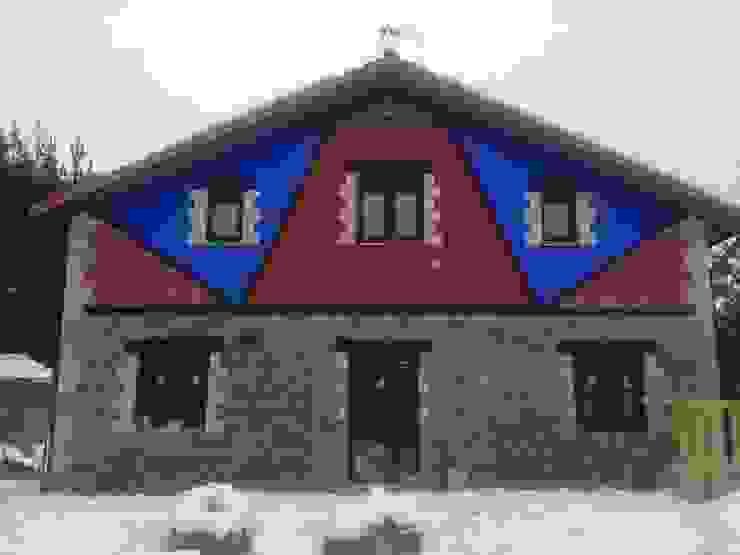 Reabilitación de una vivienda antigua Casas de estilo rústico de Casastar Global Building S.L. Rústico