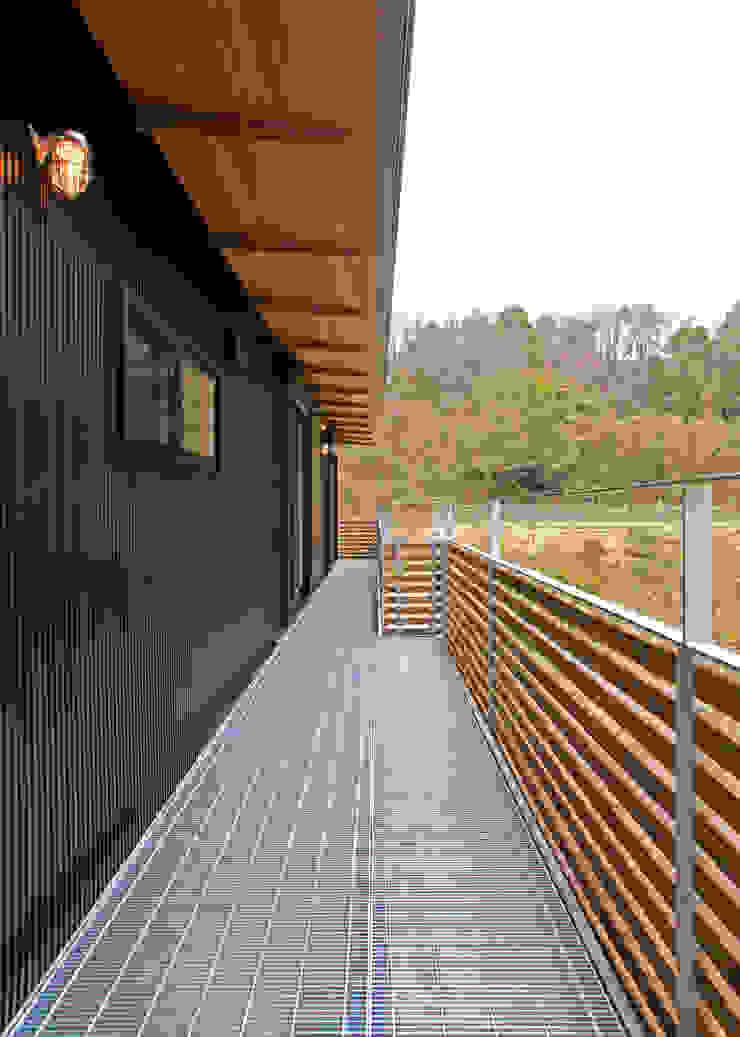 House in Mure モダンデザインの テラス の 高倉設計事務所 モダン