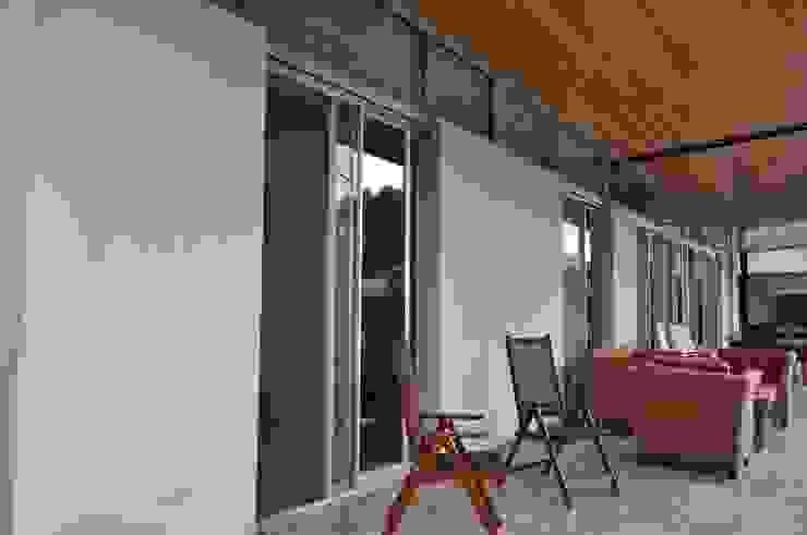 Balkon, Beranda & Teras Klasik Oleh homify Klasik