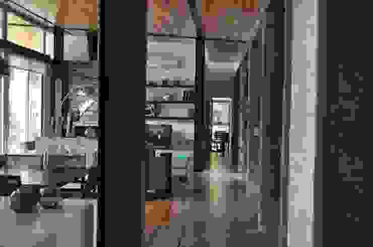 クラシカルスタイルの 玄関&廊下&階段 の Baltera Arquitectura クラシック