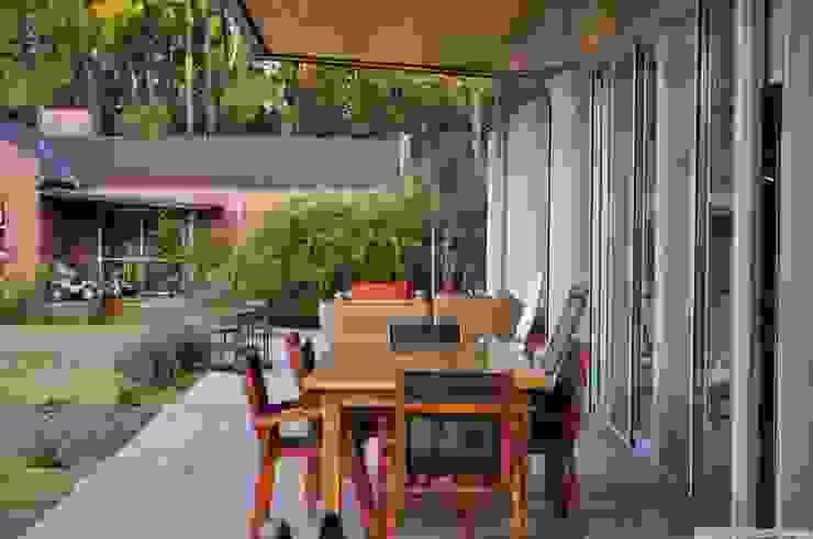 Balcone, Veranda & Terrazza in stile classico di Baltera Arquitectura Classico