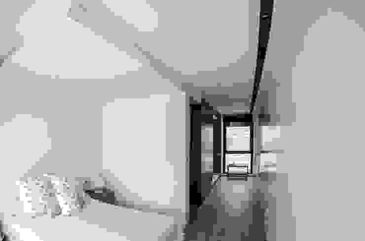 Vivienda Unifamiliar Dormitorios de estilo ecléctico de cota-zero, tenica y construcción integrada, s.l. Ecléctico