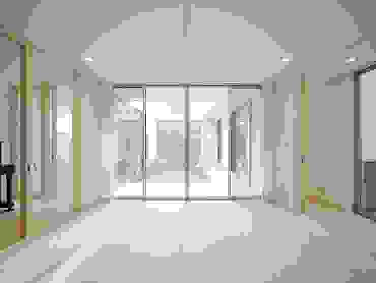 Salas de jantar modernas por 開建築設計事務所 Moderno