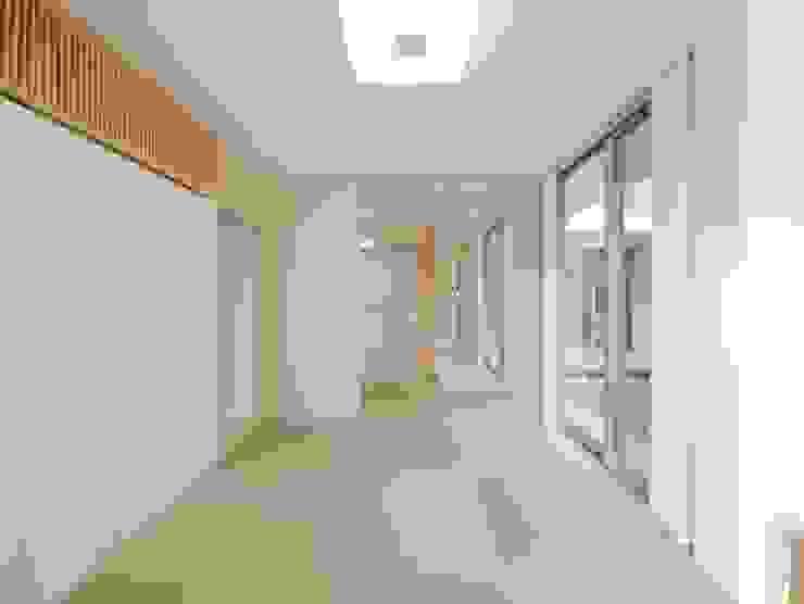 Quartos modernos por 開建築設計事務所 Moderno
