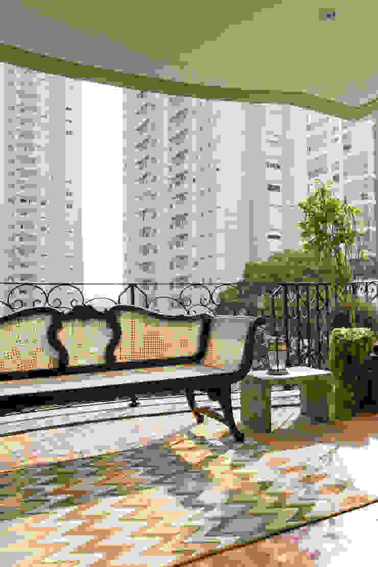 Apartamento Campo Belo 02 Varandas, alpendres e terraços modernos por Karen Pisacane Moderno