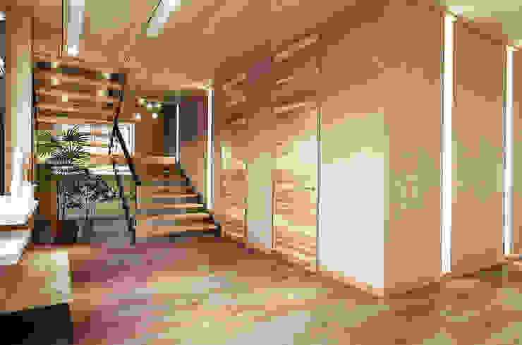 Николо-Прозорово, 365 м² Коридор, прихожая и лестница в эклектичном стиле от Bronx Эклектичный Дерево Эффект древесины