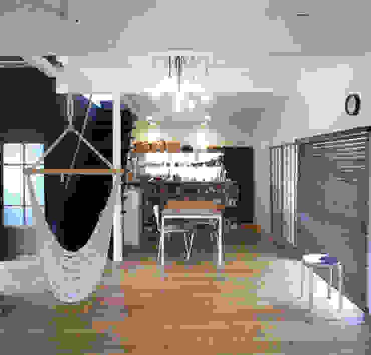 「AKIYA HOUSE」 オリジナルデザインの ダイニング の vibe design inc. オリジナル