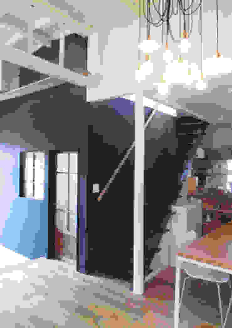 「AKIYA HOUSE」 オリジナルスタイルの 玄関&廊下&階段 の vibe design inc. オリジナル