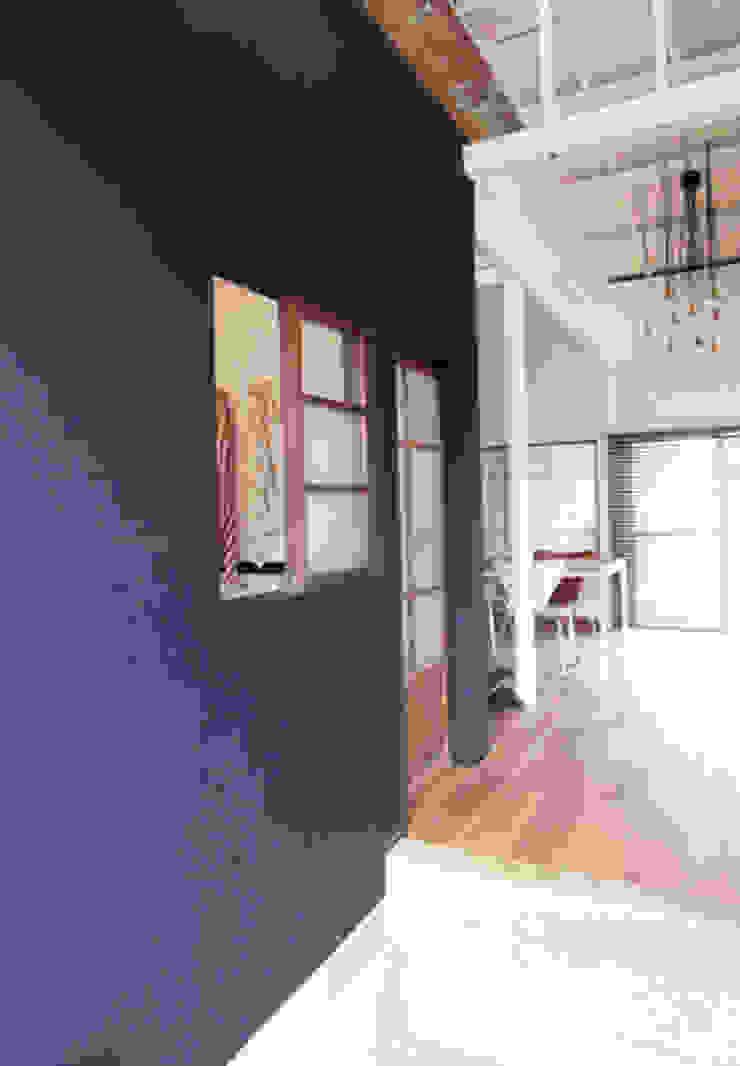 「AKIYA HOUSE」 オリジナルな 窓&ドア の vibe design inc. オリジナル