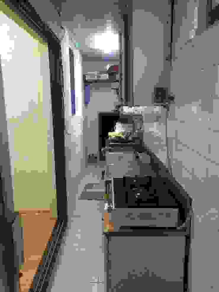 Кухня в стиле модерн от 인벤트 디자인 Модерн