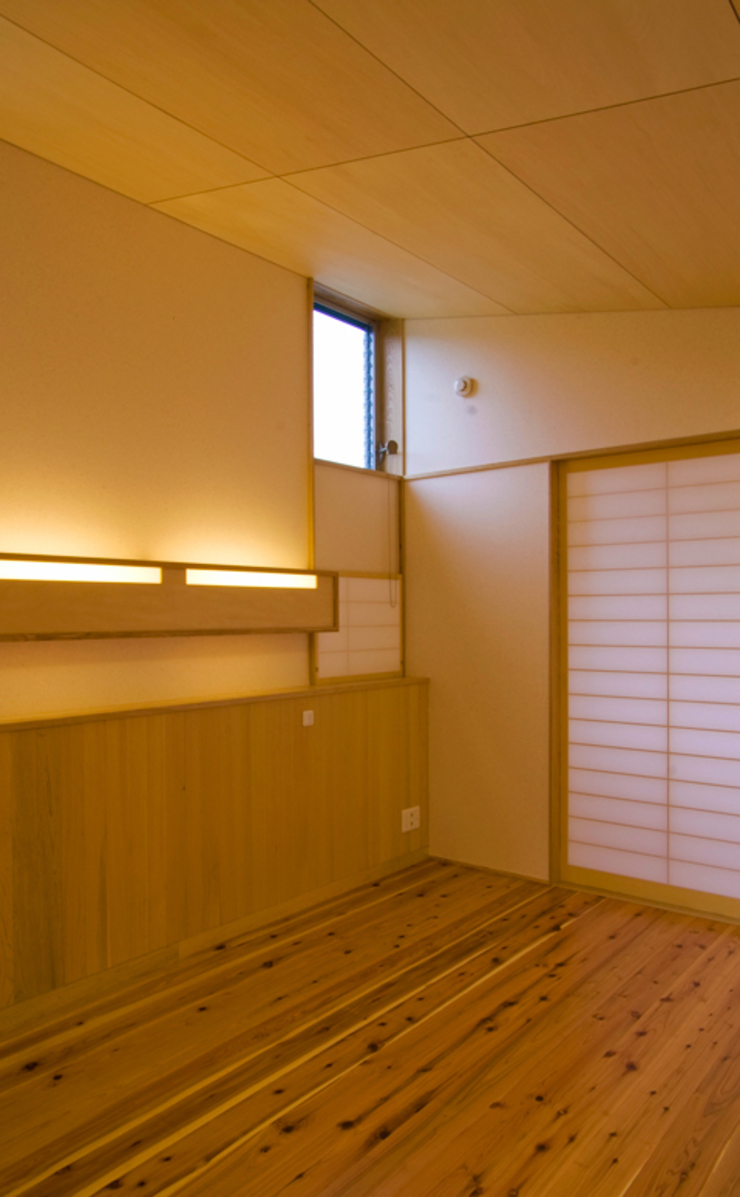 寝室 モダンスタイルの寝室 の nameless Architects モダン