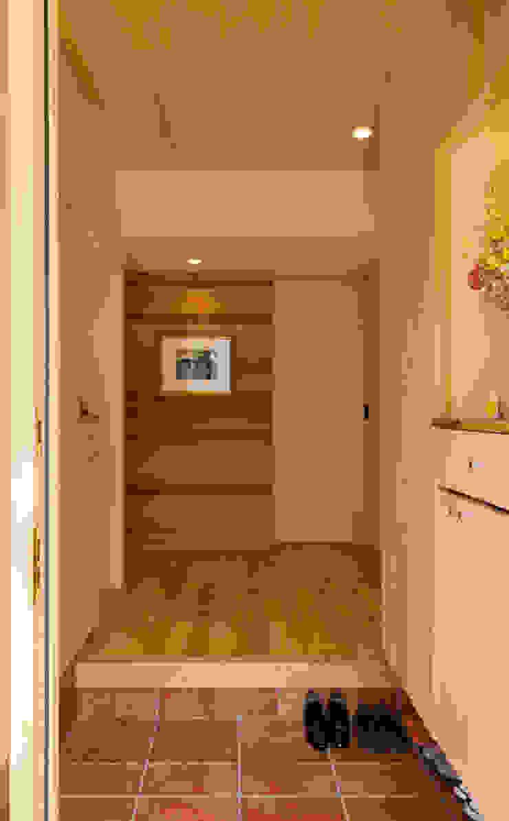 玄関 モダンスタイルの 玄関&廊下&階段 の nameless Architects モダン