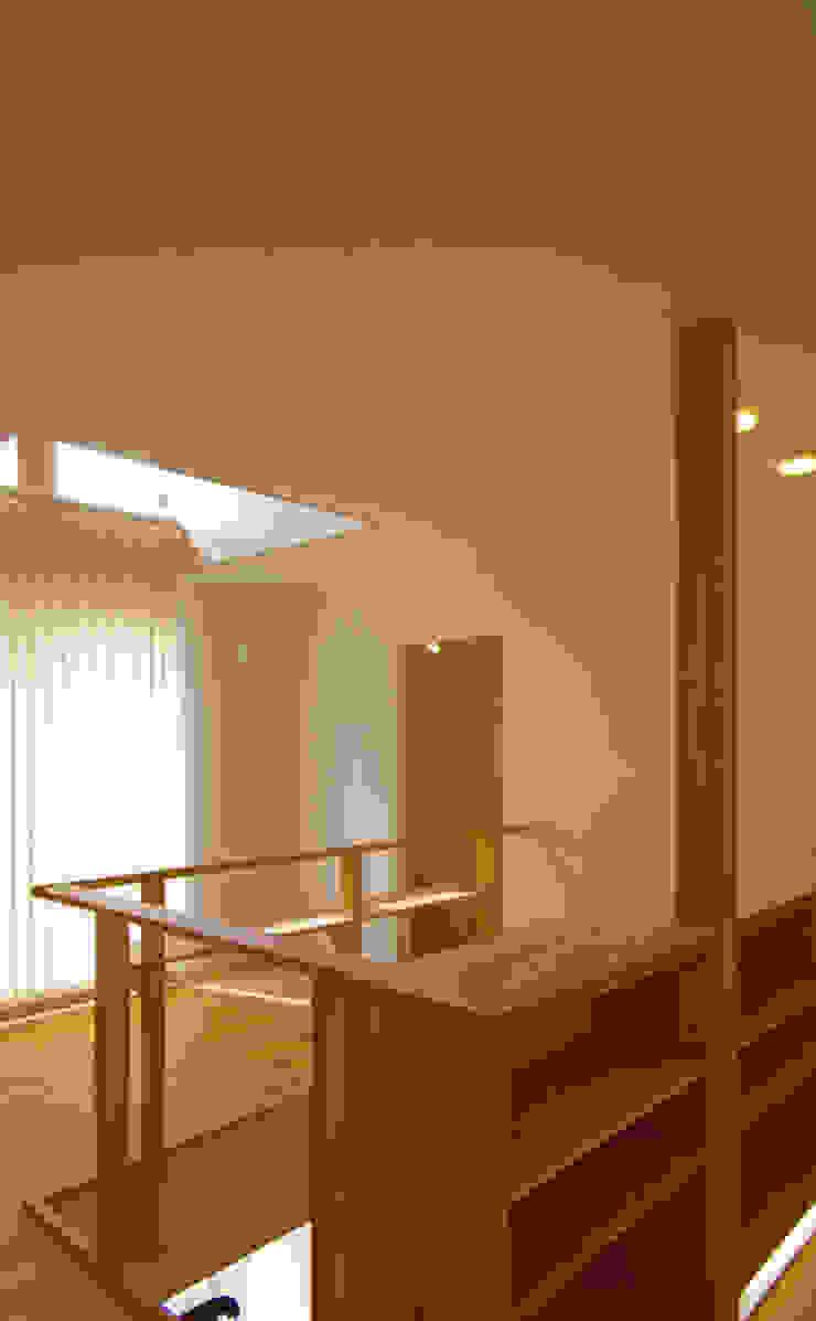陽だまりコーナー モダンデザインの 多目的室 の nameless Architects モダン