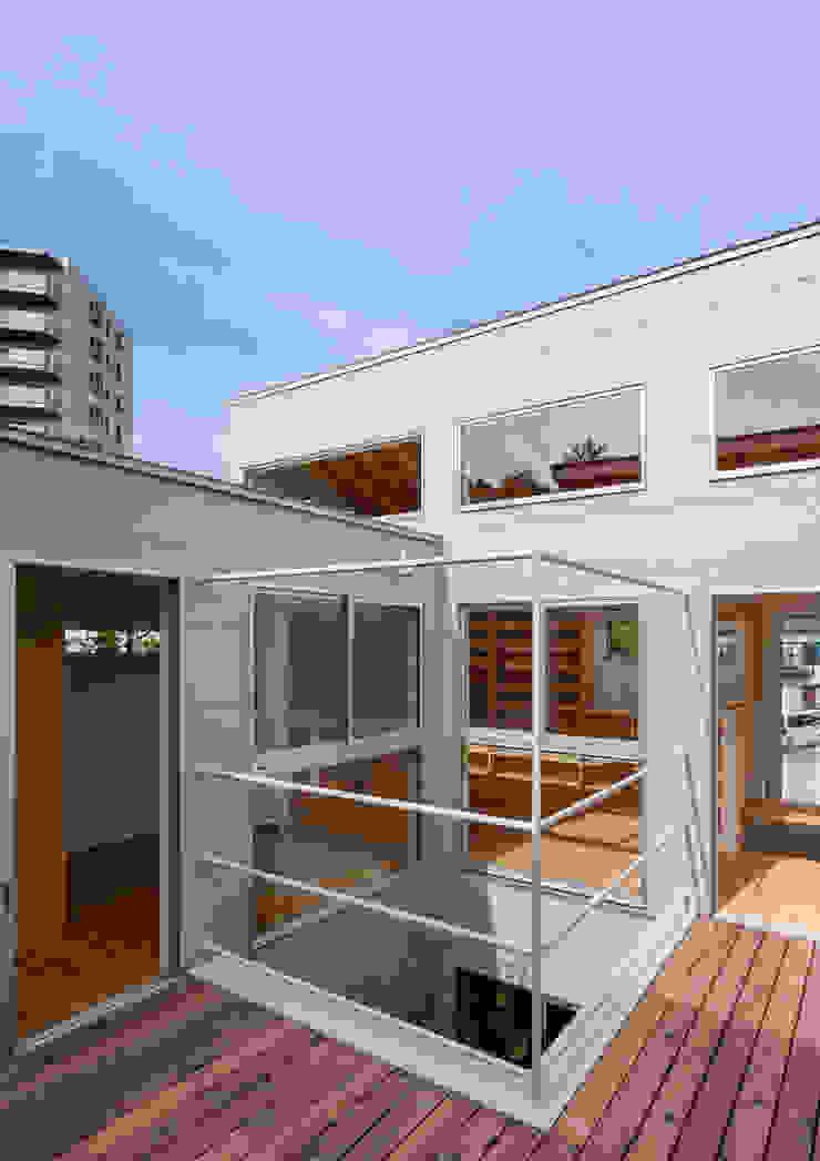 三浦の家 萩原健治建築研究所 ミニマルデザインの テラス