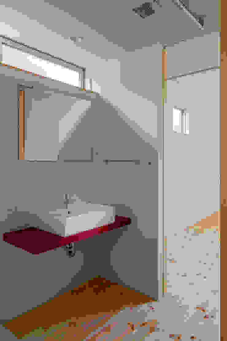 三浦の家 萩原健治建築研究所 ミニマルスタイルの お風呂・バスルーム